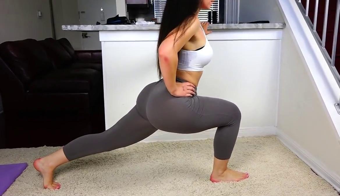 Mature big ass in blue pants